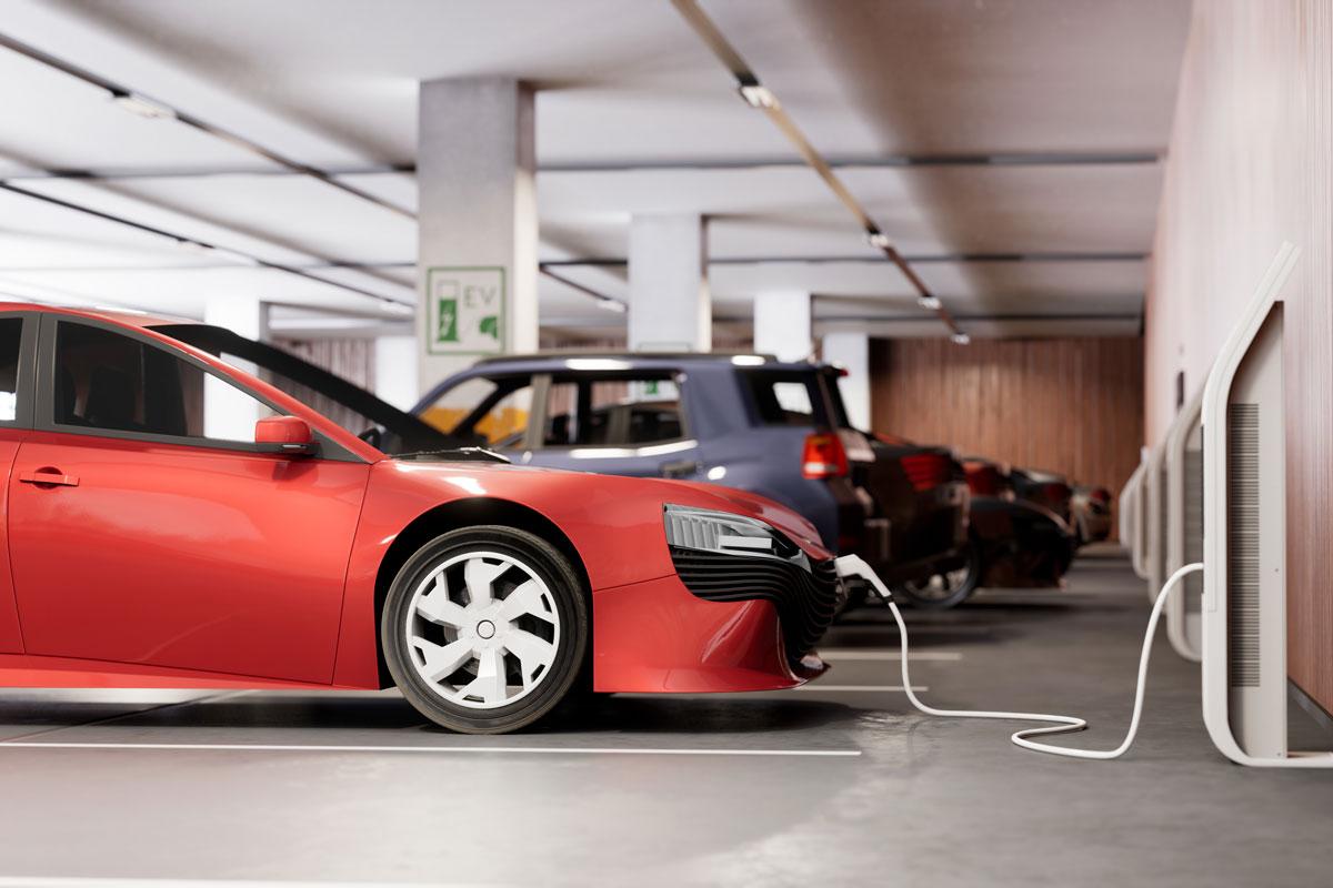 Elektroautos, die im Rahmen eines E-mobilitätsservices/ eines Fuhrparkmanagements geladen werden.